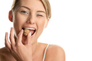 can't eat hard foods with a cracked tooth